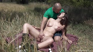 Outdoors fucking between a lucky defy coupled with ignorance girl Diana Rius