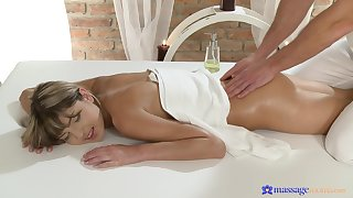 Soft massage grants young woman the egg on to fuck in insane modes