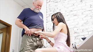 Nerdy step-niece in glasses Ashely Ocean is craving for cum and crazy sex pastime