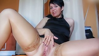 This woman has perfect the duplicity of self pleasuring and I love her heavy boobs